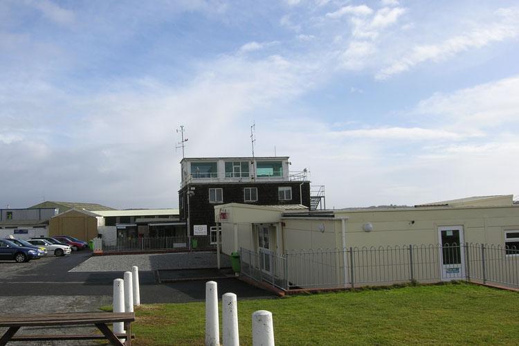 Swansea Airport (Swansea Airport). Official sayt.2